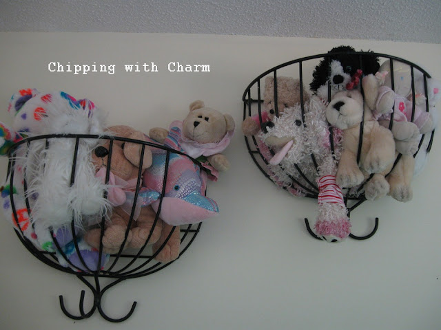 Chipping with Charm:  Planter Baskets for Animals...http://www.chippingwithcharm.blogspot.com/