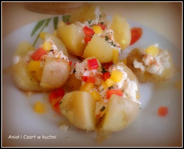 Ziemniaki z białym serem i kolorową papryką
