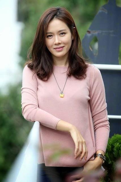 Foto Son Ye Jin