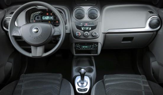 car on Chevrolet Agile LT 2013