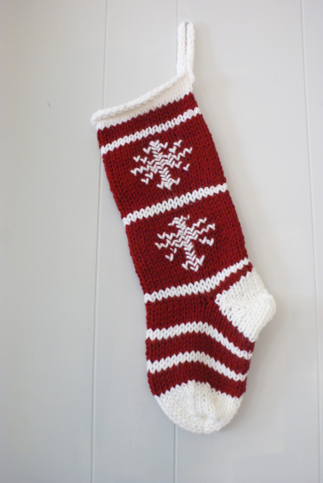 PreciousKnitsShop Blog: Classic Red & White Knit Christmas Stocking with ...