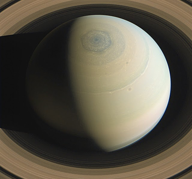 Saturn S Amazing Six Sided Hurricane Kuriositas