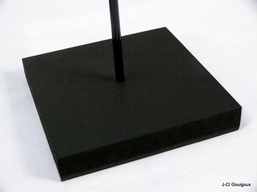 socles et supports pour masques socles pointes. Black Bedroom Furniture Sets. Home Design Ideas