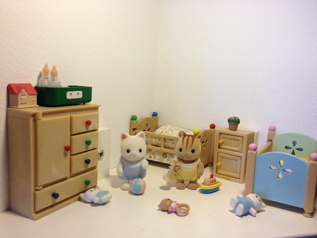 Sylvanian Families Blog Japan JP Babies Golightly Silk Cat Furbanks Squirrel Diorama