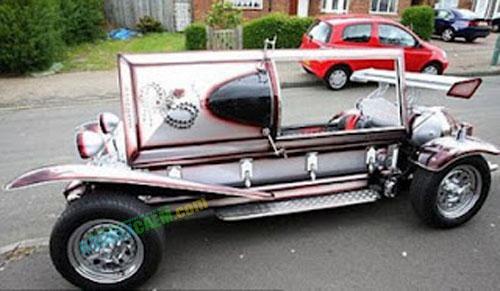 bukanklikunic.blogspot.com - Inilah 10 Kendaraan Pembawa Jenazah Paling Unik Dan Aneh di Dunia
