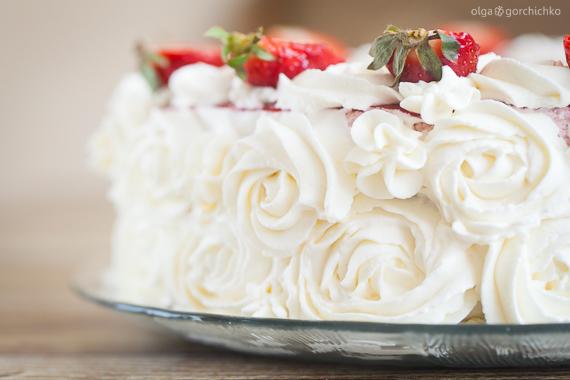 Торт с клубничным муссом, английским кремом и маскарпоне. Кулинарный фотодневник