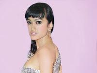Rahasia Di Balik Payudara Dan Bokong Seksi Julia Perez