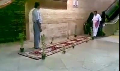 شاهد كيف استقبل هذا اليمني والدته في المطار