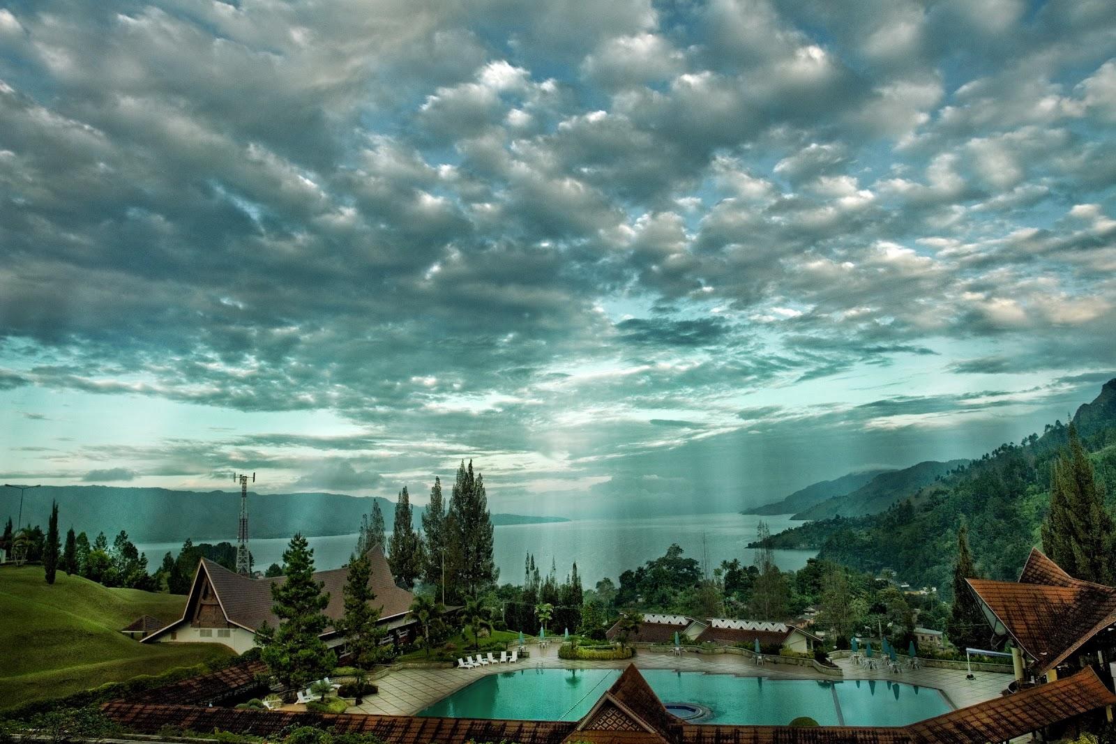 http://3.bp.blogspot.com/-L9CrOthsBFk/T9rkNFFEPfI/AAAAAAAABwc/_J1dhCAMMbI/s1600/Lake_Toba_by_nnbudum.jpg