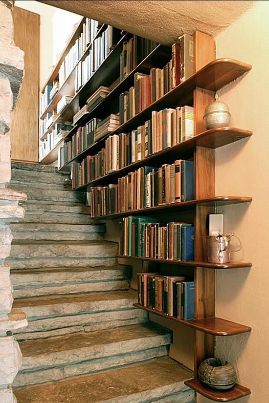 Bridoor SL Estantera librera en el hueco de la escalera