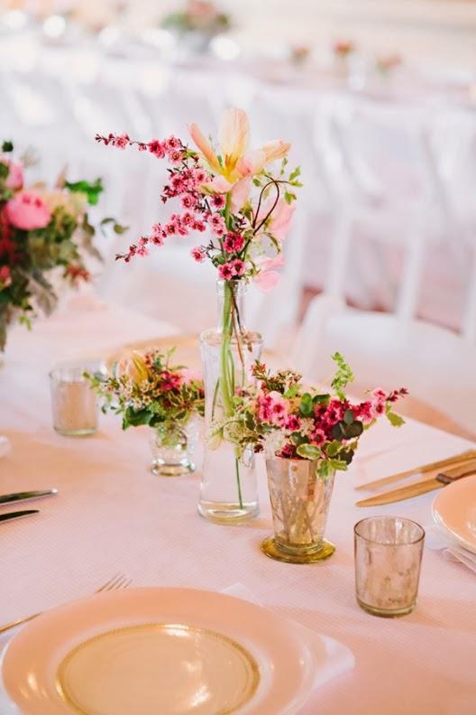 flores en vasos de cristal antiguo