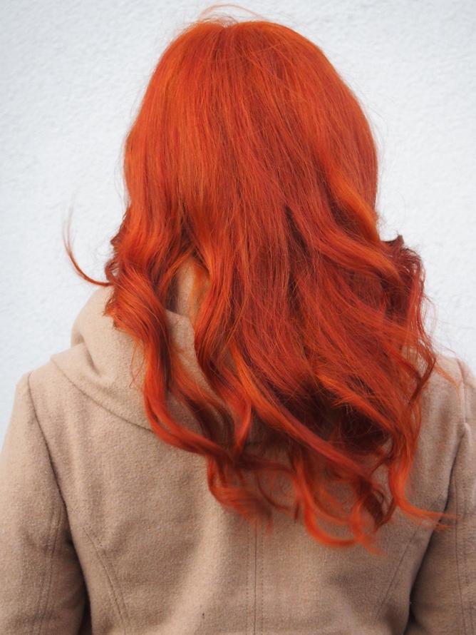 luonnollinen saattaja punaiset hiukset
