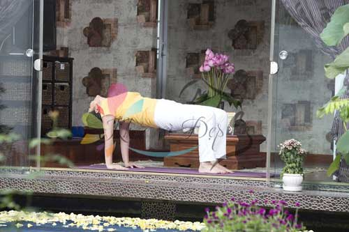 Đánh tan mỡ bụng bằng 4 động tác yoga đơn giản