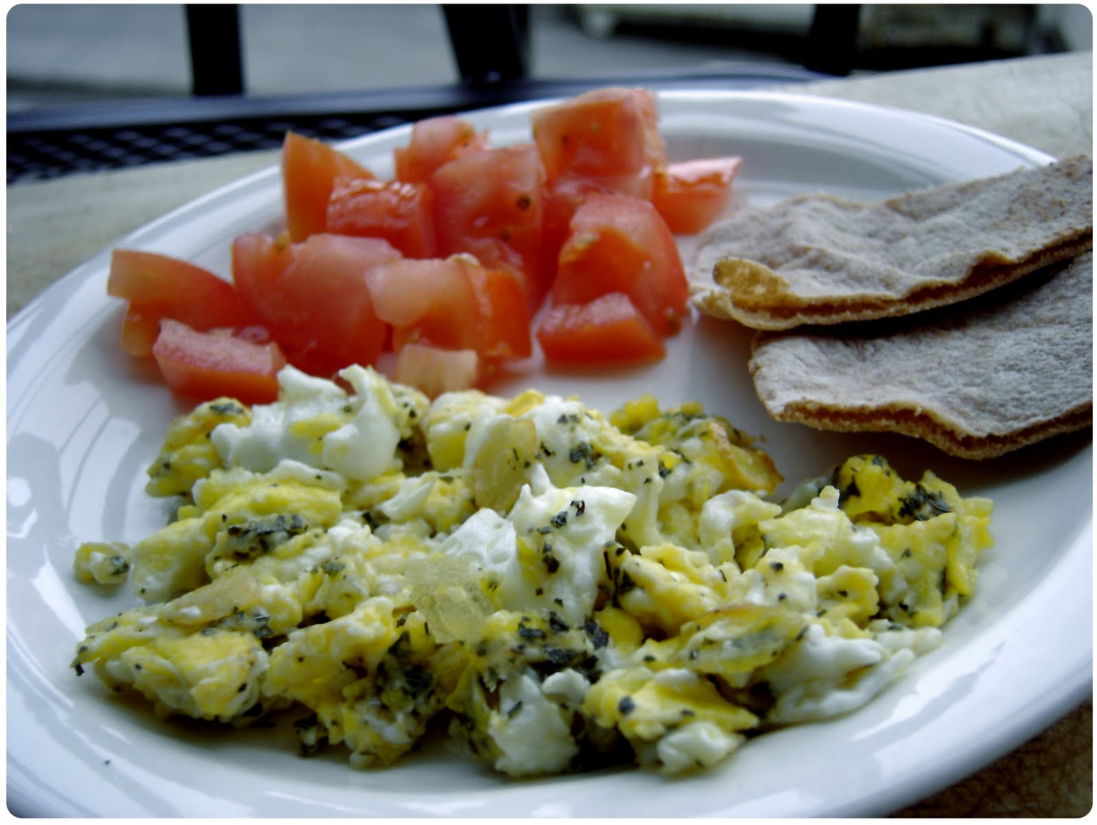 how to make delicious healthy scrambled eggs