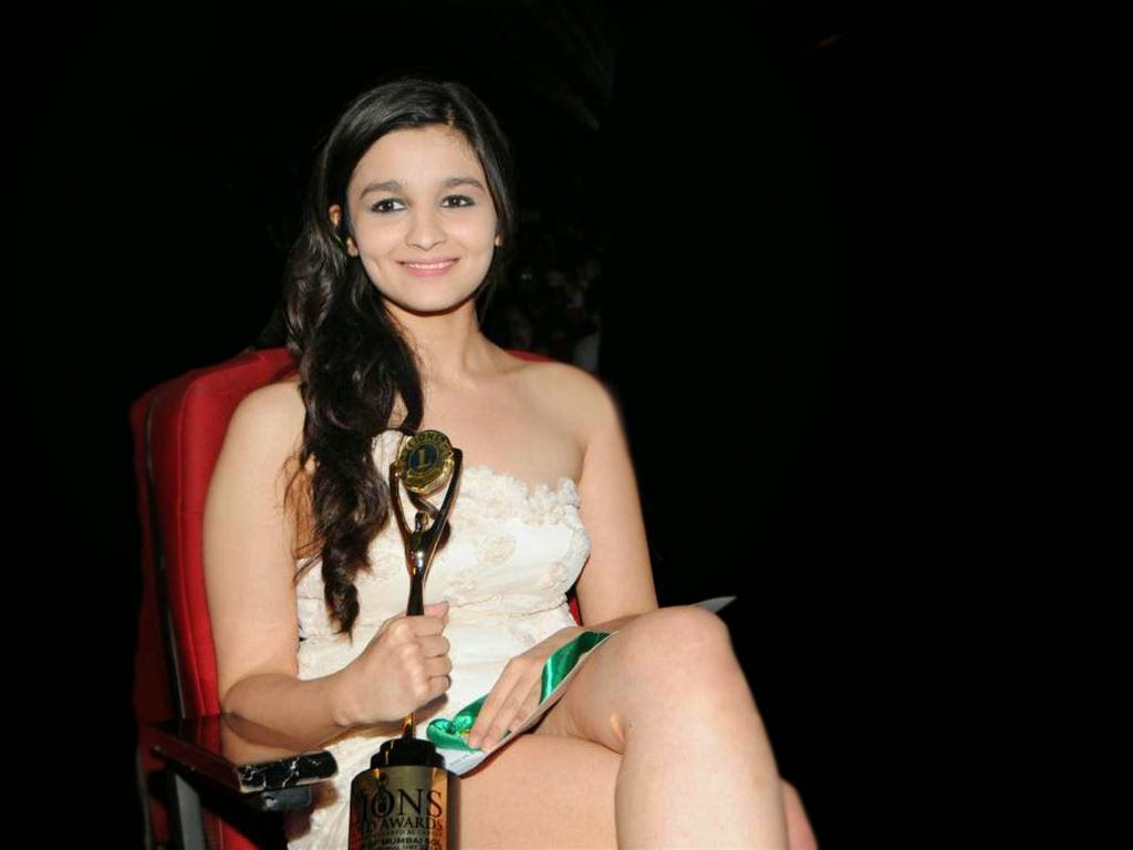 Alia bhatt hot and spicy images wallpapers - Alia Bhatt Cute Smile In Hot Dress