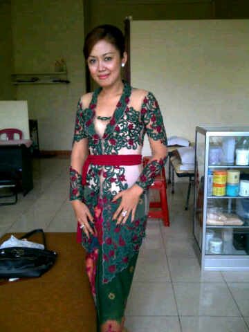 KEBAYA MODIFIKASI 2012 NEW