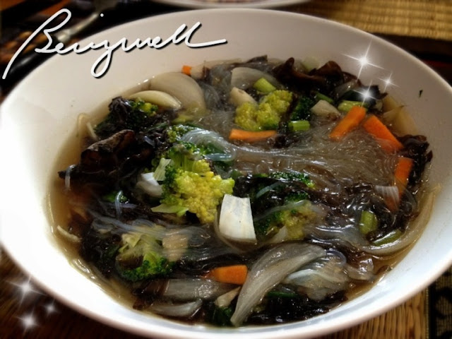 Cooking Mung Vermicelli Soup