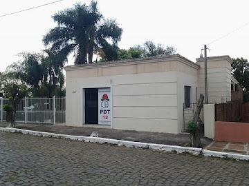 VENDE-SE CASA EM SANTIAGO