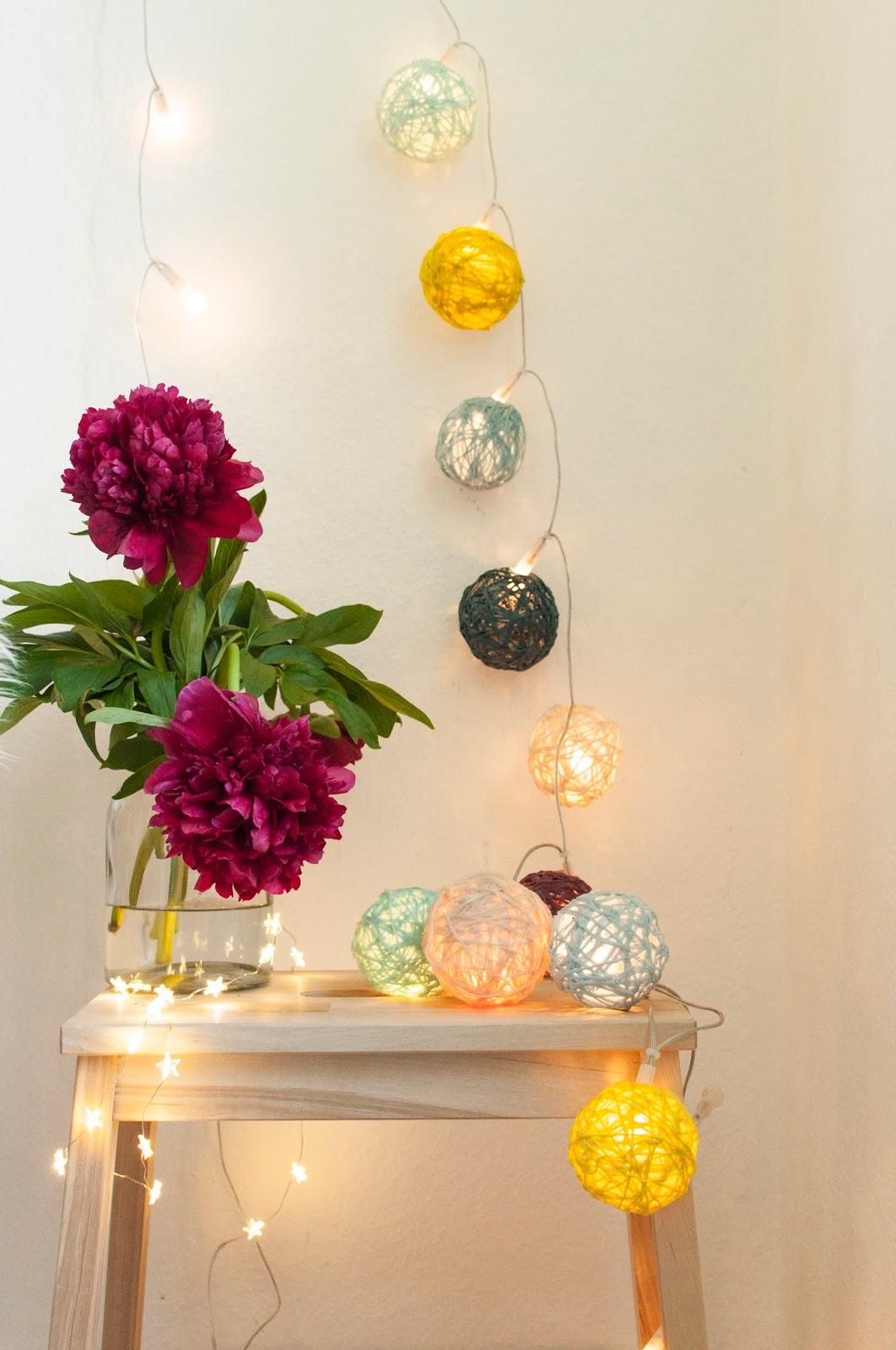 dicke w goldmarie cotton ball lichterkette selbst gemacht. Black Bedroom Furniture Sets. Home Design Ideas