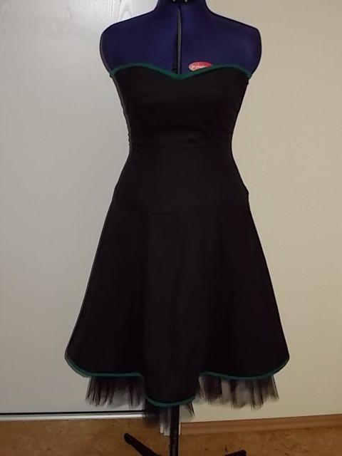 Frau O's Kleid