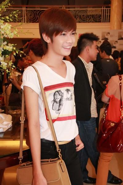 Nữ tính như nam ca sĩ Đào Bá Lộc