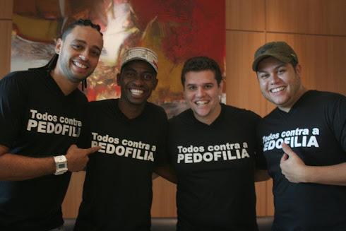 Banda Stylo Ralé veste a camisa TODOS CONTRA A PEDOFILIA e apoia Senador Magno Malta