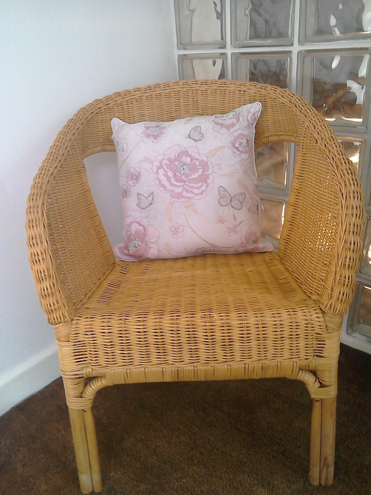 SIMPLY IN STITCHES: Shabby chic new look for old wicker chair
