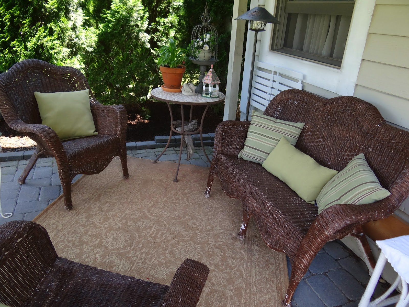 Patio Wicker Furniture Makeover