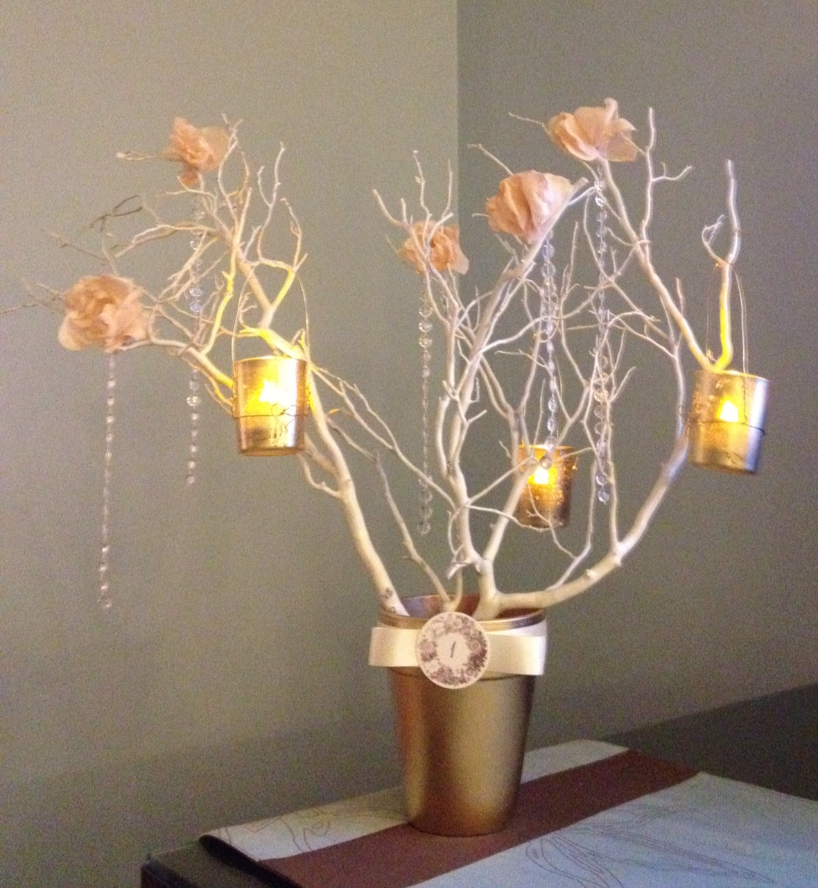 Branch Centerpiece : Dsmeebee diy manzanita branches centerpiece