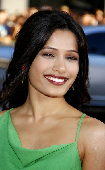 Freida Pinto's dark lipstick hot looks sexual pics of Freida Pinto' hot bollywood actress lips