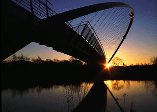 Neil McNabb, Sunrise on Millennium Bridge, York, http://photo.net/photodb/photo?photo_id=1216991