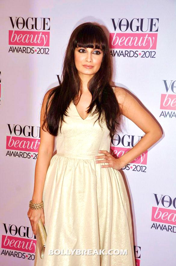 Dia Mirza in white dress sporting a new hairstyle - (5) - Deepika, Nargis Fakhri and others @'Vogue Beauty Awards 2012'