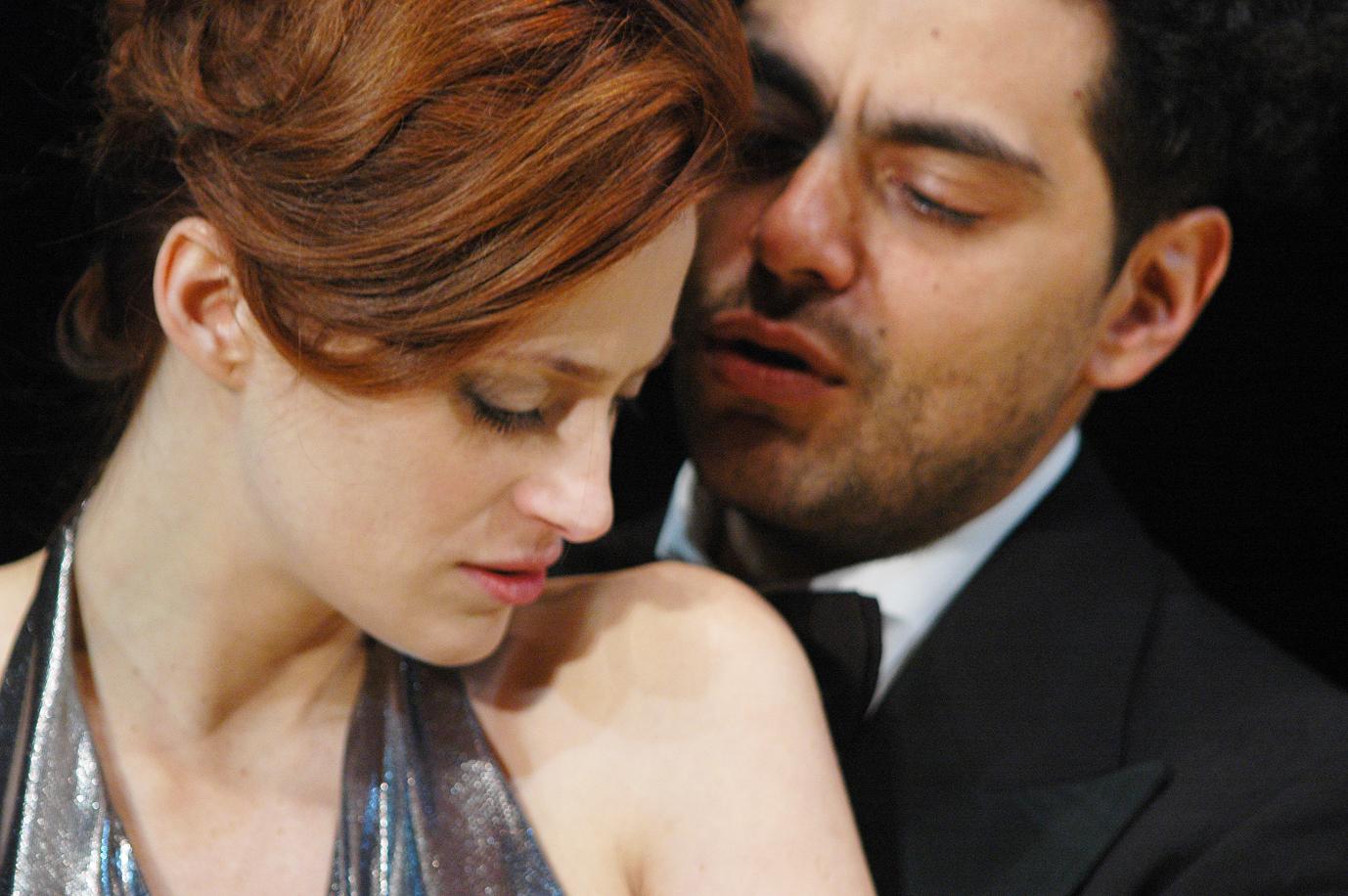 http://3.bp.blogspot.com/-LCcFm3VU5zo/UF0CYiHxxBI/AAAAAAAAA4A/48FKfKa4TFk/s1600/Macbeth+fotosAlicia+Rojo.jpg