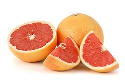 قائمة الفواكه 250px-Citrus_paradisi_(Grapefruit,_pink)_white_bg