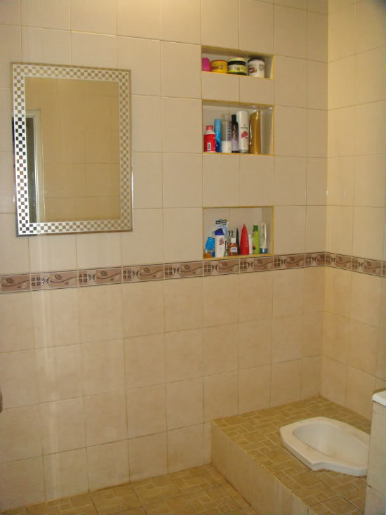 desain kamar mandi kecil murah: Desain kamar mandi kloset jongkok wc jongkok desainrumahnya com