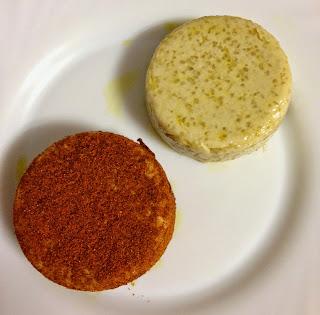 Queso vegano de soja y tapioca, normal y con pimentón.