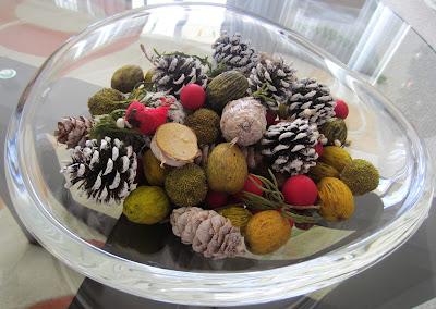 Mistletoe Kiss Potpourri from Fresh Market on table