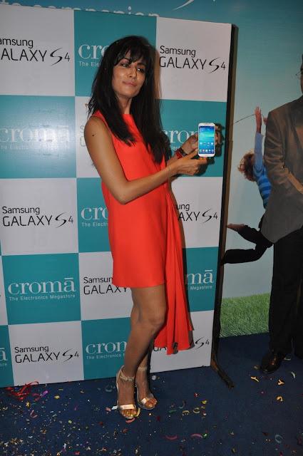 Chitrangda launches Samsung Galaxy S4 in Mumbai, India