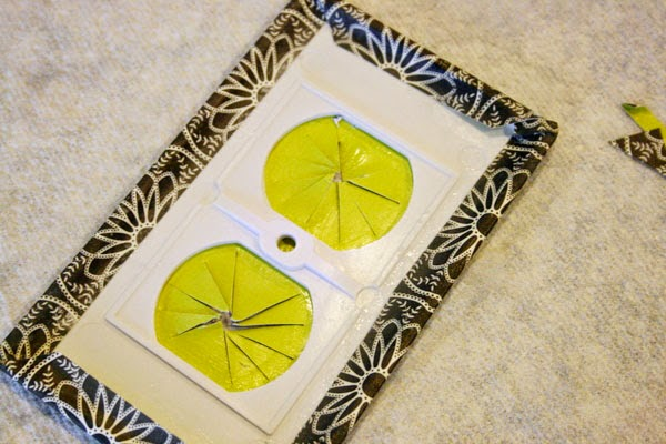 نموذج من ماخذ التغذية مزين بنفس طريقة تزيين غطاء مفتاح الكهرباء