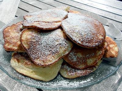 Pfannkuchen mit Aepfeln Pancakes