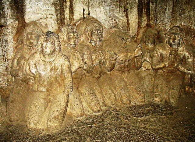 statues of female devotees of Buddha in Aurangabad caves