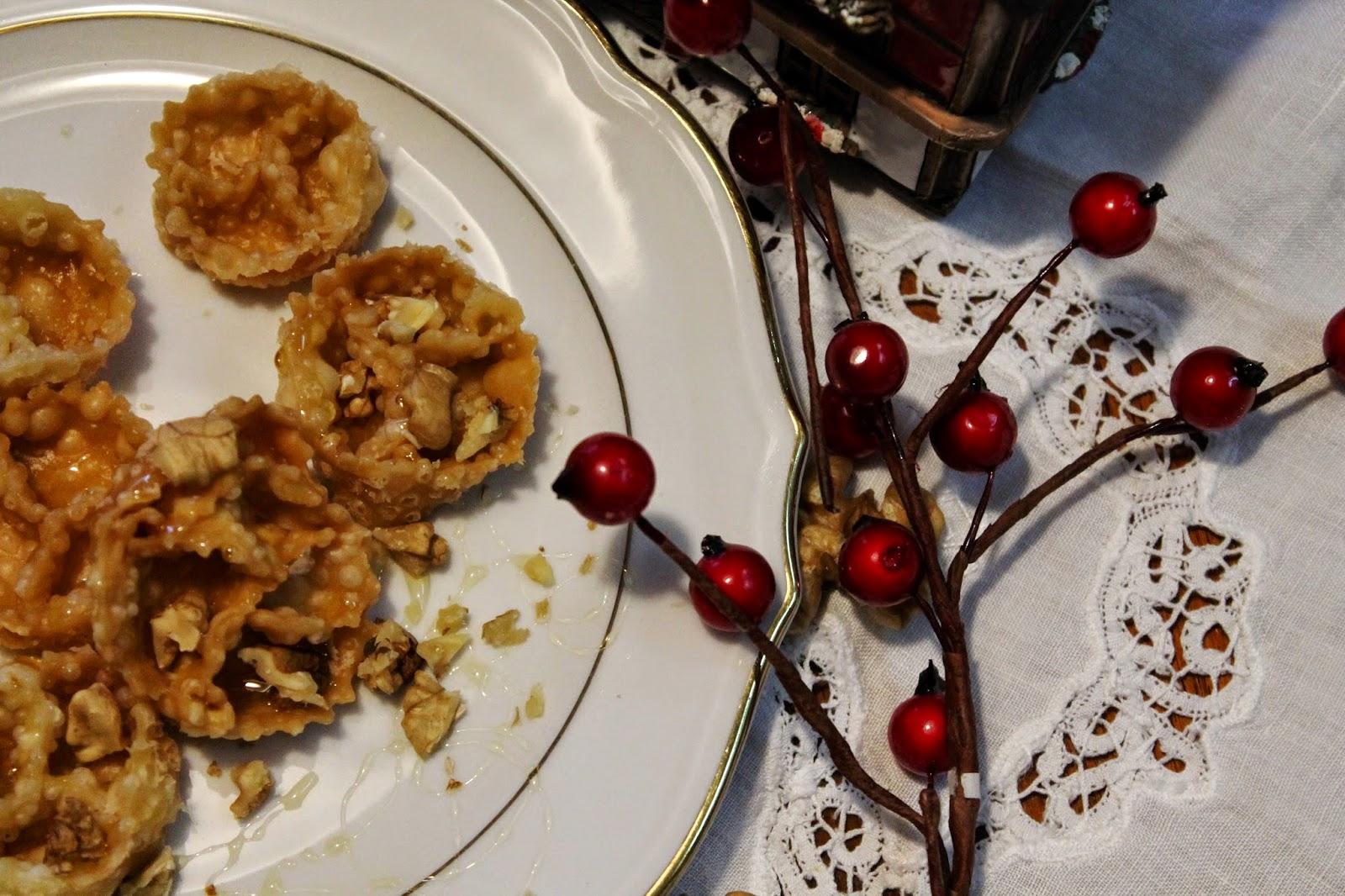 Rose natalizie con miele e noci