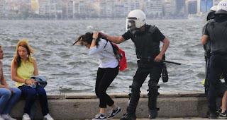 İzmir Deniz Kenarında Kızlara Orantısız Güç Kulanan Polislere Ceza Verilecek 08 haziran 2013