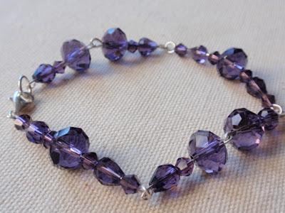 Pulsera de plata y cristales color violeta