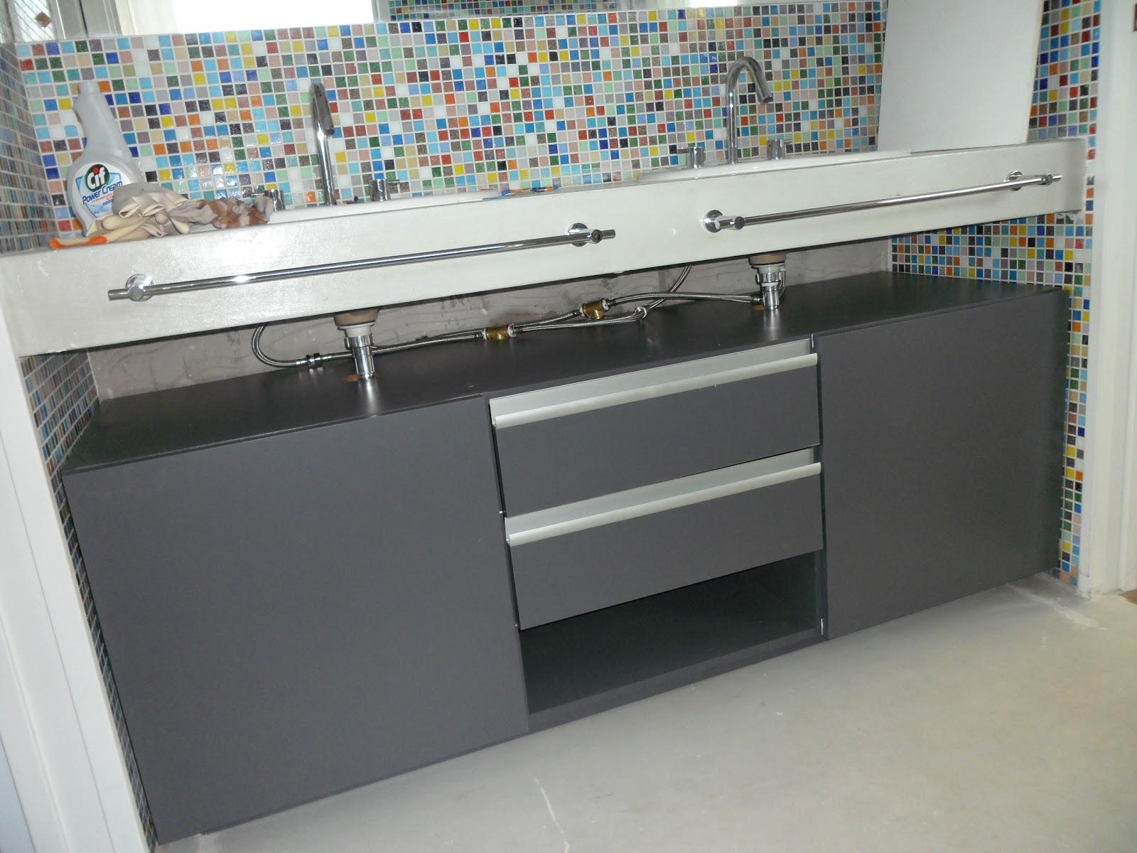 Muebles para ba o sandra sturm interiores for Muebles para bano gris