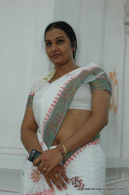 hot saree exposing pics