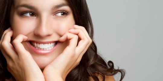 Foto Cewek Cantik Ketawa Keliatan Gigi Putih Rapih Indah