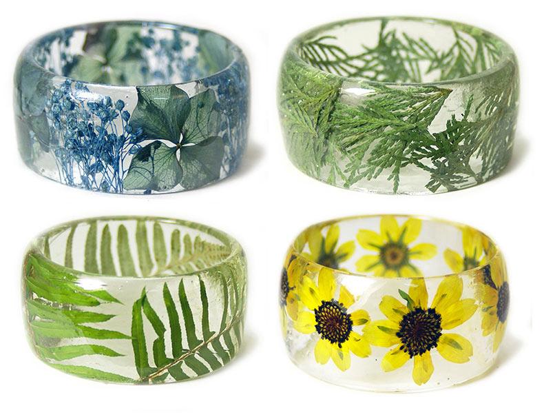 Nuevas pulseras hechas a mano de resina incrustados con flores y plantas por Sarah Smith