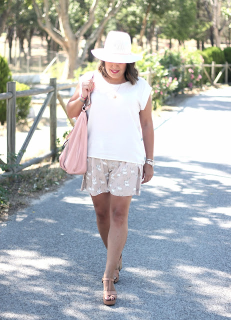 photo-look-outfit-street_style-nude-shorts-stradivarius_shoes-oysho-white_hat