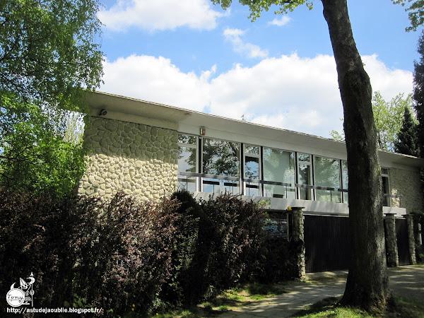 Bruxelles - Uccle - Villa, avenue Circulaire  Architecte: Daniel Lipszyc  Construction: 1963